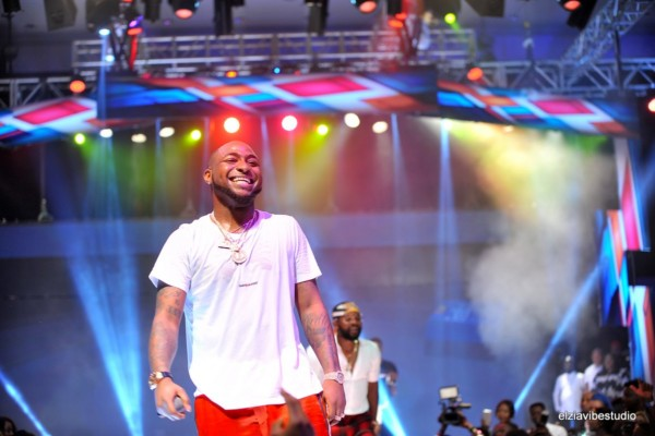 BADDEST!! Davido Gives A Fan 1Million Naira For Protecting Women At Davido Live In Concert (Video)