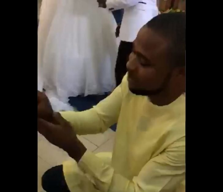 BIG DISGRACE!! Man Disgraced In Church By A Pastor While Trying To Propose To His Girlfriend (Watch Video)